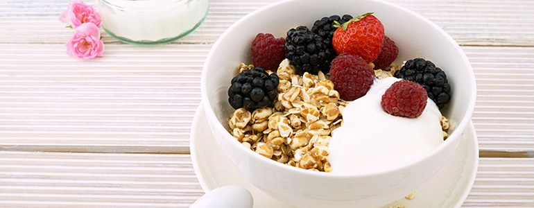 Help Your Kids Make Healthy Choices With These DIY Meal Ideas. DIY Meals. Easy DIY Meals. Children DIY Meals. image of yogurt with berries and granola.
